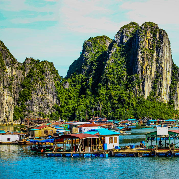 Boat cruise Bai Tu Long Bay Vietnam