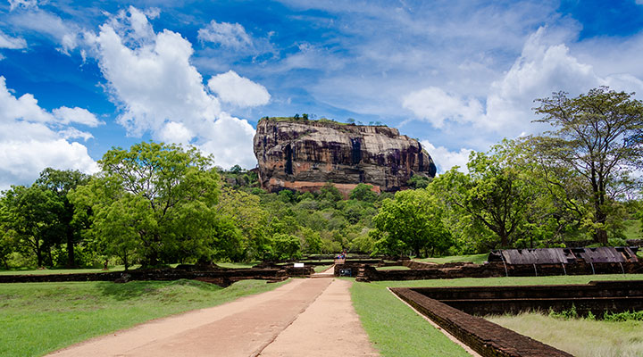 Sigiriya lion rock & Temple of Tooth