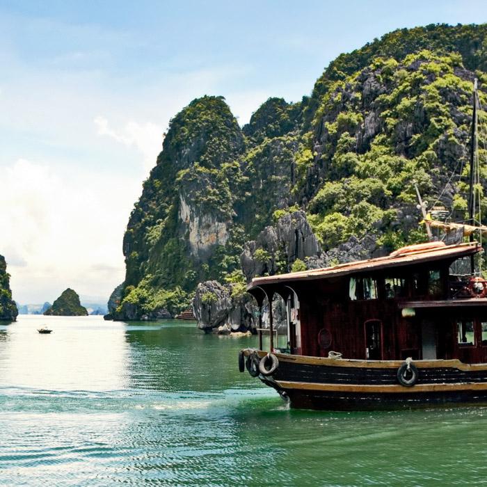 Vietnam, Halong Bay, boat