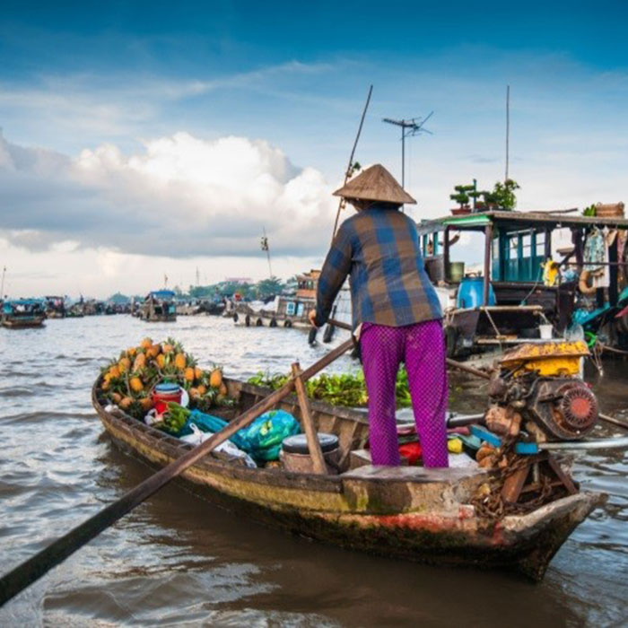 Floating market, Long Xugen, Vietnam