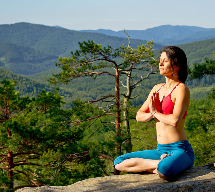 yoga-in-the-mountains-sri-lanka